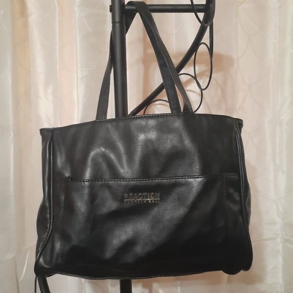 Kenneth Cole Reaction Handbags - Kenneth Cole Reaction Shoulder Bag